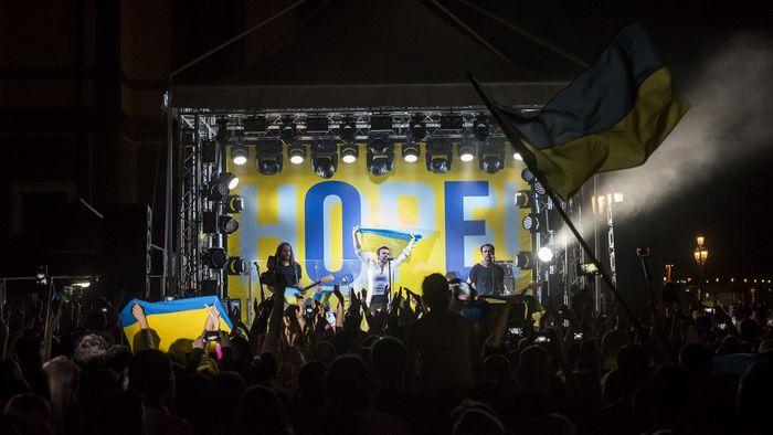Банкирские танцы на украинских спинах (день)