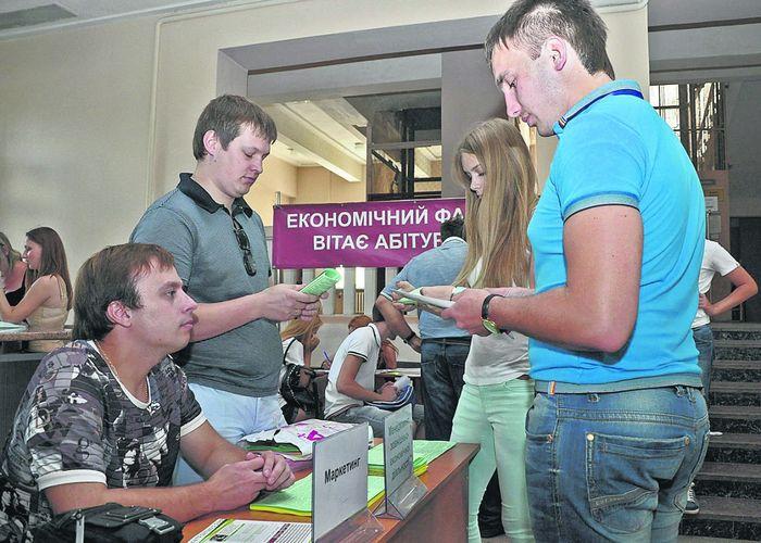 Бюджетные дыры хотят прикрыть деньгами украинцев