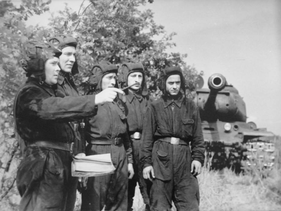 Боевой путь танкиста: виктор романов и его ис-2