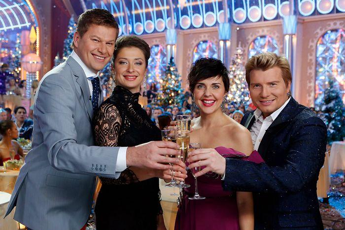 Что посмотреть в новогоднюю ночь 2015: интересные передачи на тв на новый год 2015