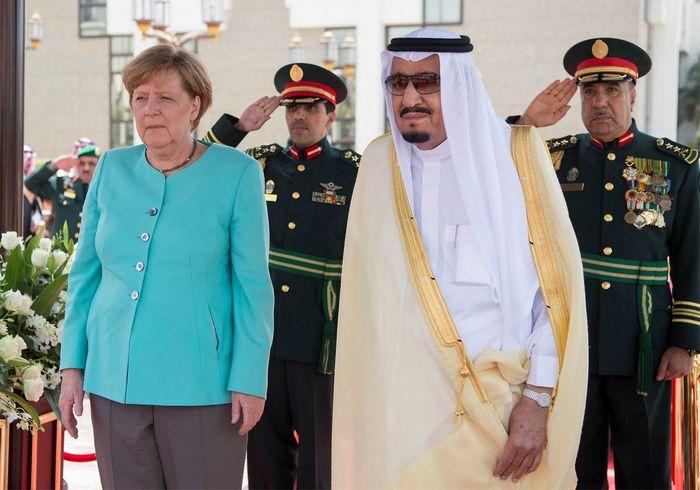 Меркель со скандалом открыла форум в давосе