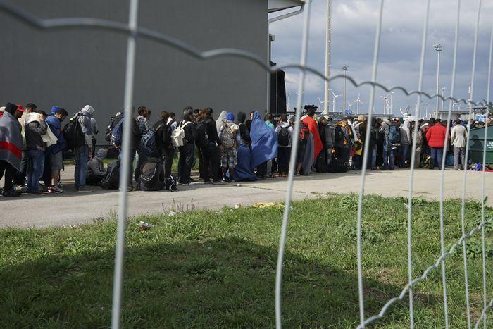 На границе россии и европы возведут стену