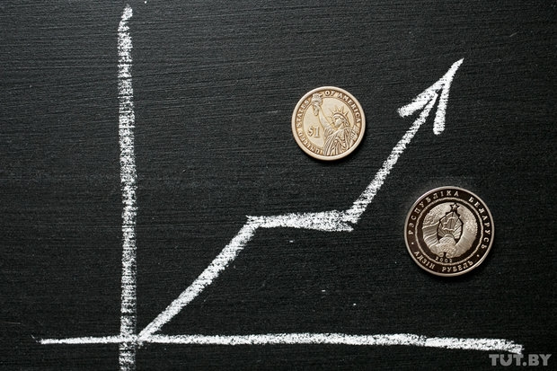 Нацбанк набивает доллару цену