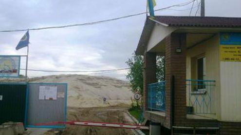 Назад в девяностые: столичные коммунальщики и милиция уничтожают имущество предприятия «киевгорстроя»
