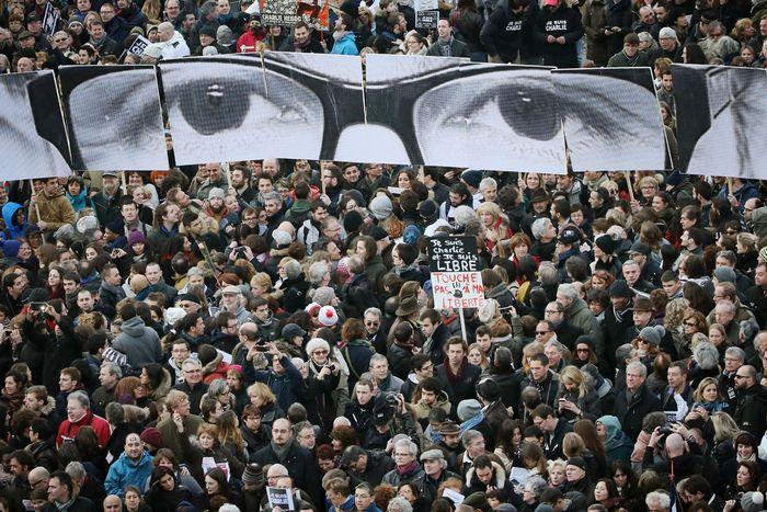 Политические деятели завершили шествие в париже в рамках марша памяти: франция скорбит