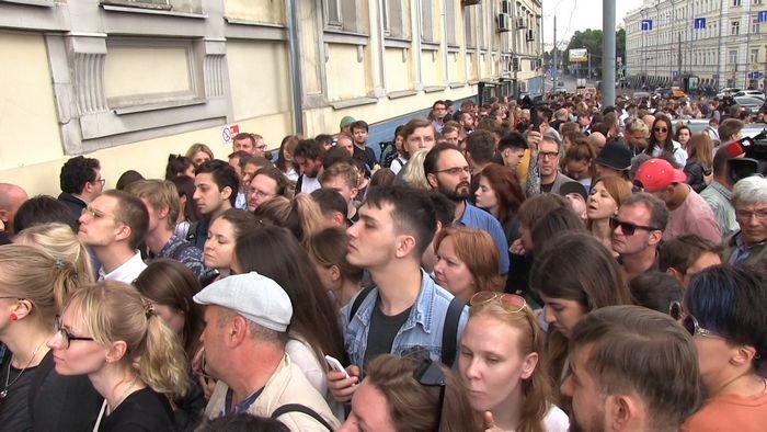 Португалия: вооруженная толпа протестует против жестких мер экономии
