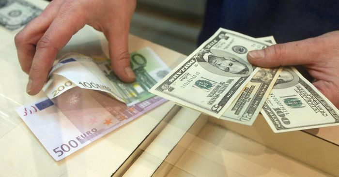 Причины резких скачков курса доллара: мнения экспертов