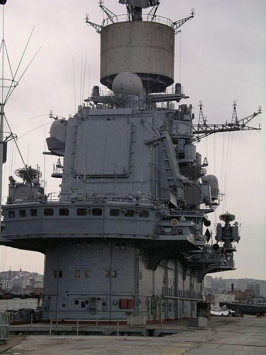 Ракетный крейсер «украина» тянет путина на дно