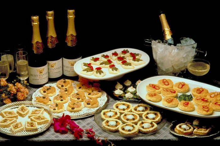 Рецепты блюд на новогодний стол 2015: канапе и салаты