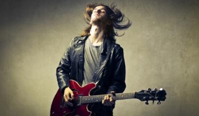 Ученые обосновали привлекательность мужчин с гитарами