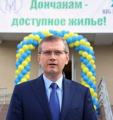 Вилкул за счет госбюджета строит для беженцев жилье в днепропетровске (фото)