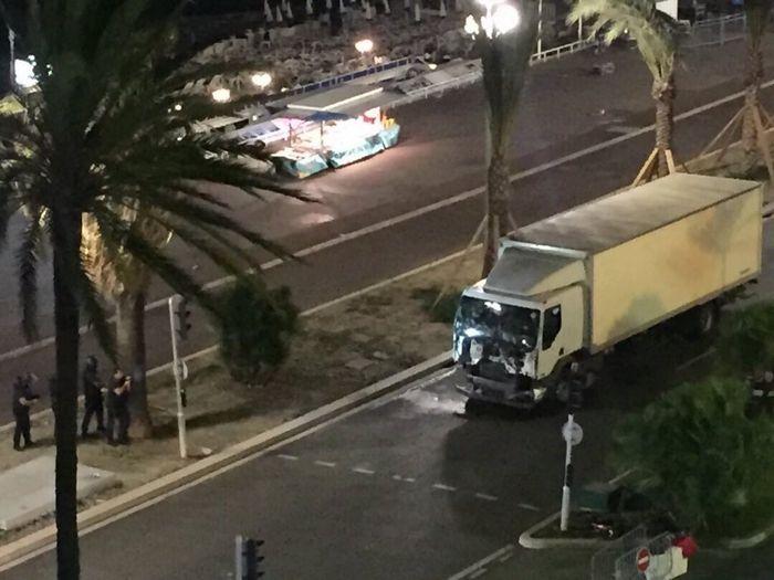 Во франции захватили заложников второй раз за день — прямая трансляция поражает