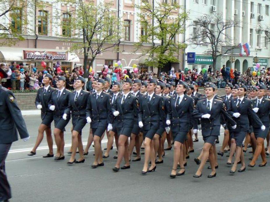 Женщины в солдатском строю